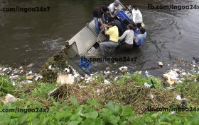 Panjim Mayor Narrolwy Escapses as De Weeding Machine Capsize in St.Inez Creek